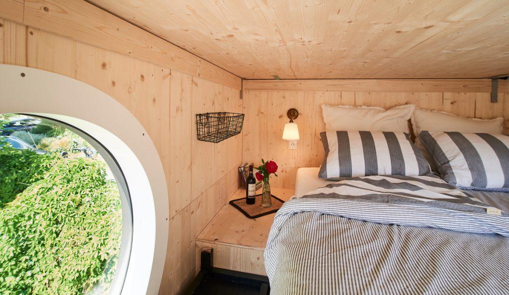 Hier schläft man hervorragend und erholsam im Tinyhouse Sauerland Helden.